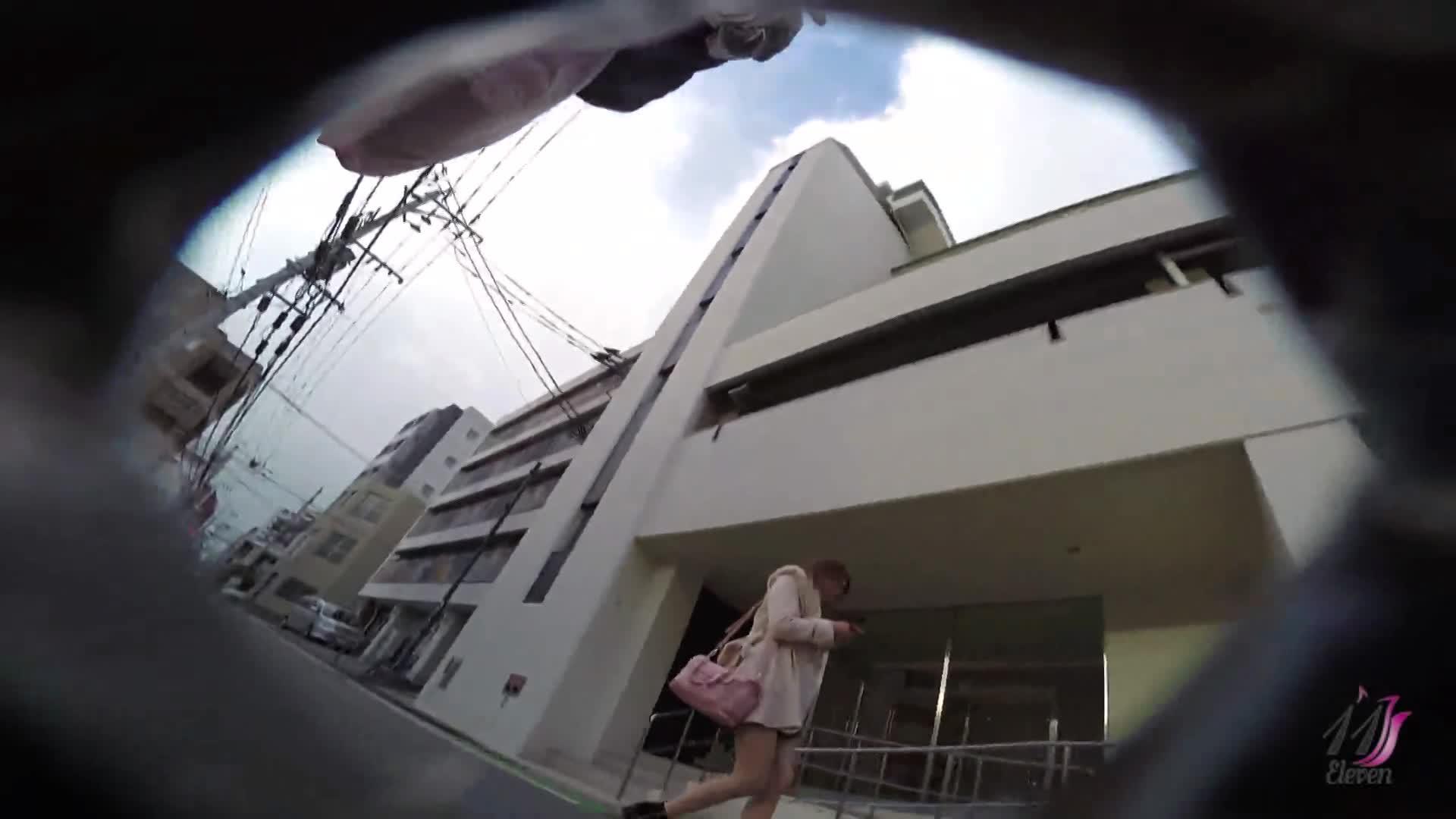 可愛いギャルや女子大生、素人娘のパンチラ動画集!