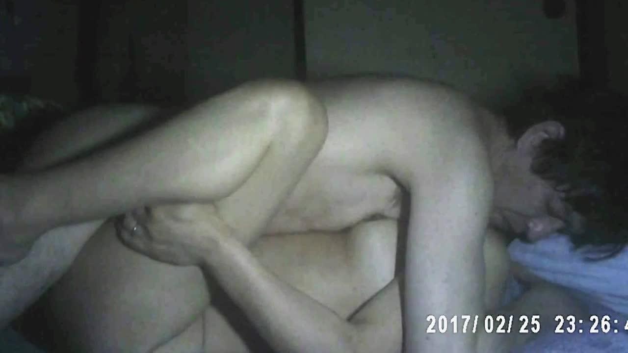 五十路動画。個人撮影 五十路の熟妻とのSEX! 自宅にて